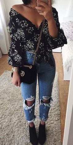 amazing spring outfit / floral v neck blouse + bag + jeans + boots