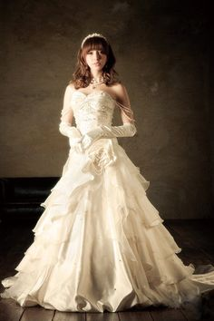 2012 Fall Strapless Tulle bridal gown with Natural waist