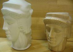 Valkoinen pullo 3D-skannattu ja siitä saatu 3D-malli koneistettu.