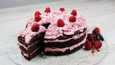 Další narozeninový dort jsem dělala pro svoji sestřenku Marušku. Chtěla vědět, jak na čokoládový dort. Já už recept na čokoládový korpus mám ověřený a tak jsem ho pro ni (a pro vás) připravila. Maruška má úžasný talent pro psaní příběhů :). Píše své příběhy do aplikace Wattpad a najdete ji tam pod jménem MarryTee. Chce být …