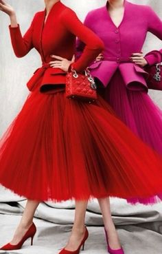 44 Ideas Fashion Photography Red Dress Haute Couture For 2019 Top Fashion, 1950s Fashion, High Fashion, Vintage Fashion, Fashion Design, Vintage Dior, Dress Fashion, French Fashion, Fashion Images