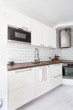 My new kitchen  White kitchen / subway tiles  http://skiglari-norppa.blogspot.com