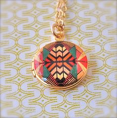 Mini Locket Kaleidoscope - Vintage - Gold - Etsy - NEED one of these - been after a unique locket for last year or two! Vintage Lockets, Color Studies, Locket Necklace, Jewelery, Bling, My Style, Handmade, Etsy, Kaleidoscopes