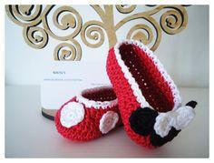 Sapatinhos em crochê - Até 12 cm - Inspiração Minnie - Ideal para presente de chá bebé ou qualquer outra ocasião