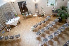 Une cérémonie laïque en intérieur n'est pas une fatalité! Autumn, Table Decorations, Furniture, Home Decor, Decoration Home, Fall Season, Room Decor, Fall, Home Furnishings