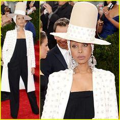 Erykah Badu's Huge Hat Rivals Pharrell William's Famous Grammy's One at Met Ball 2014!