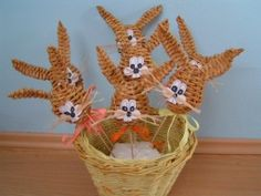 - zajíc - zápich - Arts And Crafts, Weaving, Christmas Ornaments, Holiday Decor, Easter, Christmas Jewelry, Loom Weaving, Art And Craft, Crocheting