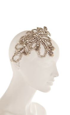 Make your hair a focal point on your wedding with the divine Beatrice Tiara. Made of mounted crystals, pearls and tiny beads, it will bring a touch of 1940s Hollywood glamour to your wedding.