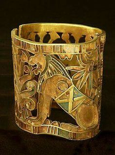 1460 BCE Gold Bracelet of a Lion with Cloisonne Insets First Chief Priest of Amun, Egypt Art Antique, Antique Jewelry, Silver Jewelry, Crystal Jewelry, Jewelry Art, High Jewelry, Objets Antiques, Ancient Egyptian Jewelry, Art Ancien
