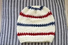 Mönster på begäran. | Knitted Baby Clothes, Knitted Hats, Pioneer Gifts, Knit Crochet, Crochet Hats, Baby Barn, Knitted Animals, Drops Design, Baby Knitting Patterns