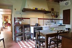 Unfitted French kitchen found at My French Country Home