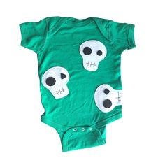 The organic cotton really sets this bodysuits apart from the rest. Cut specifically for home or outdoor activities.  This handmade & hand-stitched bodysuit is here to make an impression! Would also make a memorable gift! Buy now, there's limited availability!  #organiccotton #organicbabyclothes #bodysuit #babyclothes  #organic #3babypenguins