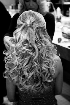 Half-up, half-down, lots of curls. So pretty! I wonder if my hair would stay like that?