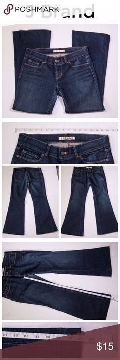 J Brand Women's Bootcut Flare Blue Dark Wash Jeans Pre-loved and in very good condition, there is a slight pull on the crotch (see picture 6).  Size 30W 28L See pictures for measurements J Brand Jeans Flare & Wide Leg