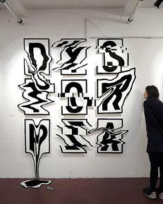 Der Künstler Cyril Vouilloz, alias Rylsee hegt eine inbrünstige Begeisterung für Kalligrafie. Statt jedoch ausschließlich mit Feder und Papier tätig zu werden, hat er die schreibende Kunstform bereits auf T-Shirts, Caps und kurzerhand auch in den dreidimen