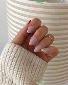Outfit-Idee Outfit Minimalist – Stephanie Blog  <br> Almond Acrylic Nails, Summer Acrylic Nails, Spring Nails, Summer Nails, Shellac Nails, Jamberry Nails, Nail Manicure, Almond Nails Designs, Gel Nail Designs