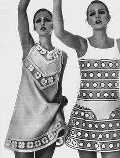 Photo by by Bob Richardson, March 1968, Donna Mitchell and Agneta Darin, Vogue Paris Para estructura del traje a la derecha, falda y detalle en cadera