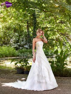 Robe de mariée Riyad, robe de mariée tendance, robe de mariage laçage dos chez…