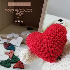 💗💌💗 #amigurumis #amigurumitoys #amigurumi #toys #crochettime #lovecrochet #knittingtime #knitlife #bhooked #crocheting #crochetaddict… Love Crochet, Crochet Hats, Amigurumi Toys, Crocheting, Knitting, How To Make, Handmade, Instagram, Knitting Hats