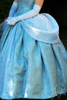 Cinderella - LOVE the dress! Cosplay Disney, Cinderella Cosplay, Cinderella Dresses, Disney Dresses, Girls Dresses, Vintage Princess, Barbie Princess, Disney Characters Costumes, Face Characters