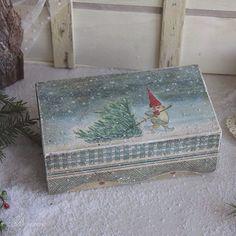 Коробка с гномом. Долго гонялась за этой салфеткой, наконец, случилось) В резерве. #декупаж #рукоделие #decoupage #handmade #winter #snow #christmas #newyear #vintage
