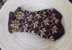 Items similar to hand knitted wool mittens, latvian mittens patterned brown mitts handknit gloves knitting ethnic arm warmers folk hand warmers women mittens on Etsy Mittens Pattern, Knitted Gloves, Fair Isle Knitting, Easy Knitting, Knitting Stitches, Knitted Flower Pattern, Moss Stitch, Garter Stitch, Colors