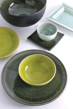 Die Farbe Samoa....Erinnerung an die Südsee   Gehen Sie in Gedanken auf Reisen und verzaubern Sie Ihren Tisch mit diesem edlen Geschirr aus der südfranzösischen Keramikmanufaktur Jars   Kombinieren Sie Teller, Schalen, Schüsseln , Tassen und Becher ganz nach Ihrem Geschmack