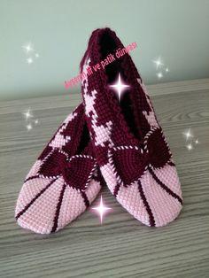 Tunus işi kolay ve gösterişli bir patik Knit Shoes, Crochet Shoes, Crochet Slippers, Tunisian Crochet, Crochet Patterns, Knitting, How To Wear, Beautiful, Fashion