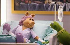 'The Muppets' Season 1 Finale Recap Miss Piggy Muppets, Les Muppets, Kermit And Miss Piggy, Kermit The Frog, Kermit Face, Jim Henson, Muppet Babies, Still Love Her, This Little Piggy