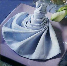 1000 images about pliage serviettes de table on pinterest napkin folding - Pliage de serviette accordeon ...