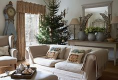 Settle into This Style: A Gustavian Holiday