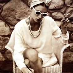 A look at the eclectic style of Loulou de la Falaise and how to get it. Eclectic Design, Eclectic Style, Parisian Style, Pinterest Photography, Pinterest Photos, 1974 Fashion, Vintage Fashion, Carolina Herrera, Ysl