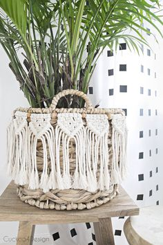 beginner macrame garland | macrame garland | DIY macrame garland | macrame flower pot decor | wood bead macrame garland | DIY macrame garland #beginnermacrame #easymacrame #macrame
