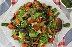 Πράσινη σαλάτα με ψητά ντοματίνια, μανιτάρια και πέστο μυρωδικών | Μανιτάρια Ελληνικής Γης Kung Pao Chicken, Thai Red Curry, Cobb Salad, Pesto, Sprouts, Spinach, Vegetables, Ethnic Recipes, Food