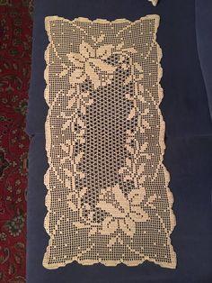 Crochet Pants, Annie's Crochet, Fillet Crochet, Manta Crochet, Unique Crochet, Beautiful Crochet, Crochet Stitches, Crochet Patterns, Crochet Table Runner