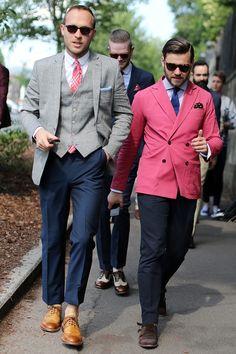 ピンクのダブルジャケットいいですね。ピンクのネクタイもおしゃれ。