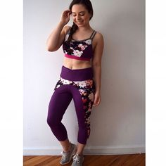16108ef6494d0 Up on the blog  my first workout set! Made  simplicity8339 to match my   sloanleggings! Added cups to make this sports bra supportive   now I m  ready for a ...