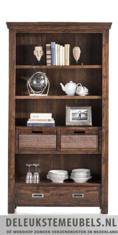 Boekenkast Cape Cod van het merk Henders & Hazel. Deze kast heeft één lade, twee manden en vier niches waar je boeken of mooie accessoires in kwijt kunt. De manden kunnen omgekeerd worden naar een volledig houten kant, leuk voor de afwisseling! Snel leverbaar! http://www.deleukstemeubels.nl/nl/cape-cod-boekenkast-111cm/g6/p92/