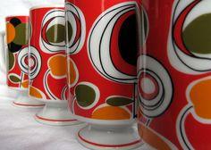 Vintage Orange, Red and Olive Pedestal mugs Orange Mugs, Orange Red, Modern Dinnerware, Retro Home, Op Art, Fisher Price, Pyrex, Pedestal, Tea Set
