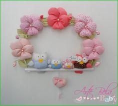 ****Amor de enfeite de porta de maternidade com corujinhas ou passarinhos, com cinco flores amor perfeito e plaquinha com o nome do(a) bebê.    --->Compre junto 30 lembrancinhas, ou móbile de berço e ganhe desconto no frete :D    enfeite com 3 = 135,00  com 4 = 143,00  com 5= 150,00  --->Nos envi...