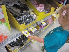 Help your toddler recognising numbers with a fun Shopping Trip Number Hunt. Focus on just 1 number each trip.