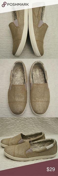 Pumas Puma Sport Lifestyle Loafers   In Excellent Condition   Tagged Womens 5.5 but run big more like a 6.5 so listed as such. When measured from heel to toe on the bottom of the shoe they are 9.25 inches. Puma Shoes Flats & Loafers
