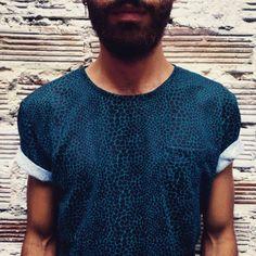 Nuevas camisetas en nuestra tienda! Este diciembre compra local. #belikepardo  (at Pardo)