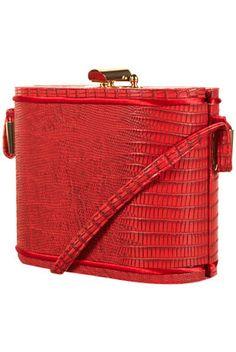 Binocular bag with cross body strap. 100% Polyurethane.