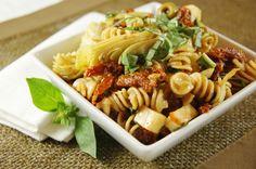 Sun Dried Tomato, Artichoke, & Fresh Basil Pasta Salad ... delicious.  www.thekitchenismyplayground.com