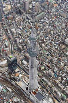 Com 634 metros, a Tokyo Sky Tree atingiu altura total em março de 2011.  Em novembro, torre de TV entrou para o Guinness, o livro dos recordes.
