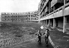 The 'Streets in the Sky', the Crescents, Hulme, Manchester, UK, c.1990. Built 1972, demolished 1991. http://manchesterhistory.net/manchester/gone/crescents.html