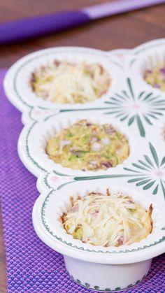 Os muffins de abobrinha e couve-flor são umaopção saudável e gostosa para quem quer matar a fome às 17h da tarde com aquele lanchinho que fica faltando antes do jantar, ou pode ser...