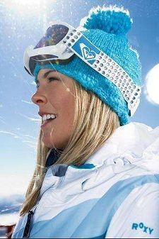 Loving the blue. Would match my spyder coat. Snowboard Girl, Snowboard Apparel, Roxy Ski, Snowboarding Style, Ski Girl, Winter Survival, Ski Season, Snow Fashion, Winter Gear