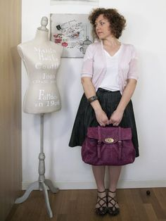 verdementa - fashion from my curvy point of view: Outfit | La vie en rose. #curls #curlygirl #curvy #fashion #fashionblogger #skirt #pink #romantic #bag